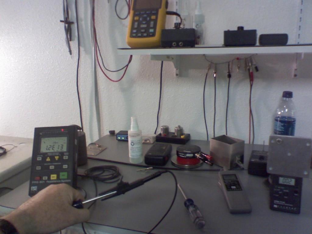 1-non-esd-screwdriver2